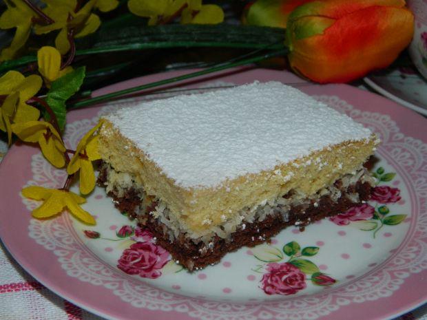 Ucierane ciasto kokosowe z rodzynkami