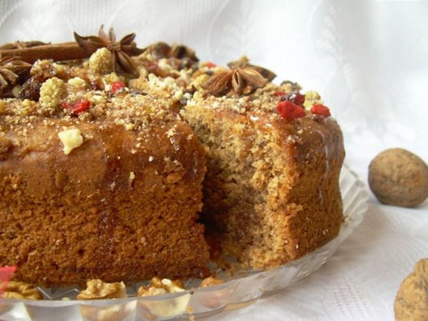 Ucierane ciasto z rumem i orzechami (korzenne)
