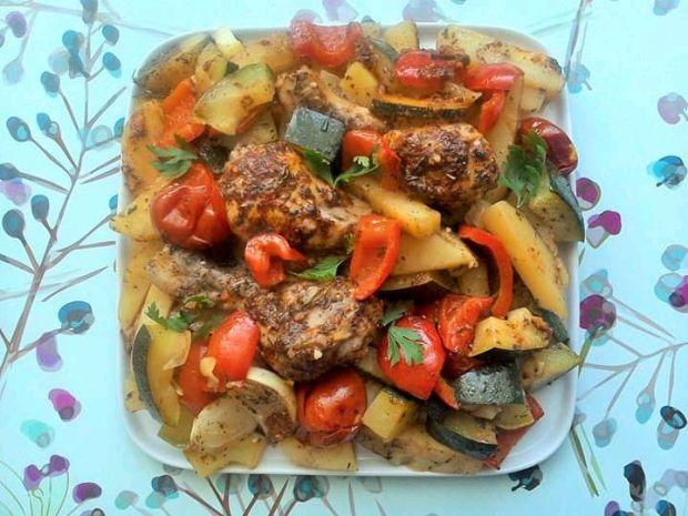 Udka kurczaka pieczone z cukinią i warzywami