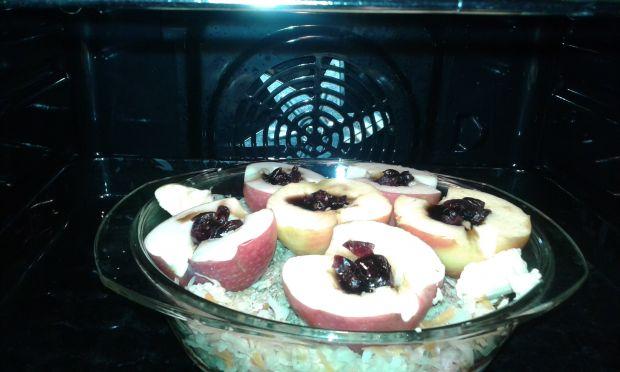 Udka pieczone pod kapustą z jabłkami i żurawiną