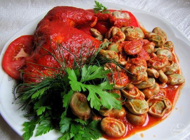 Udka z bobem w pikantnym sosie pomidorow