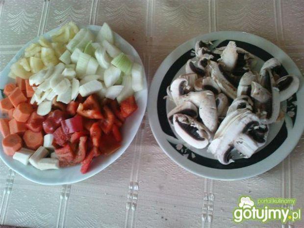 Udka z kurczaka w warzywach