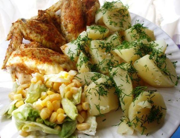 ''Uparowane'' skrzydelka z ziemniakami