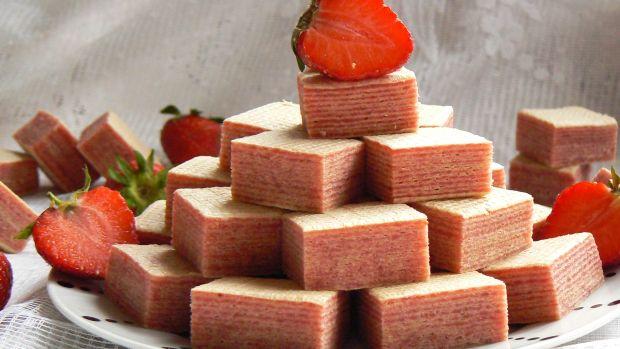Wafelki z masą truskawkową