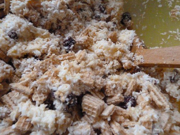 Wafelkowy ciasto z kokosem i suszoną żurawiną
