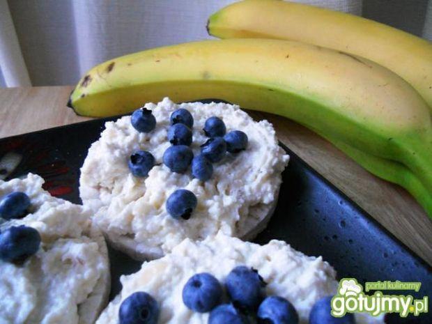Wafle ryżowe z twarożkiem bananowym