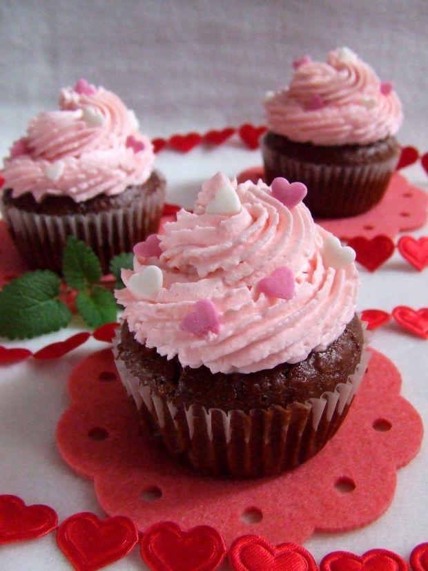 Walentynkowe czekoladowe babeczki z niespodzianką