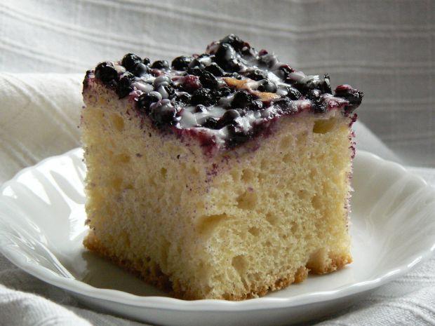 Waniliowe ciasto drożdżowe z borówkami