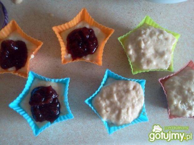 Waniliowe muffinki z powidłami śliwkowym