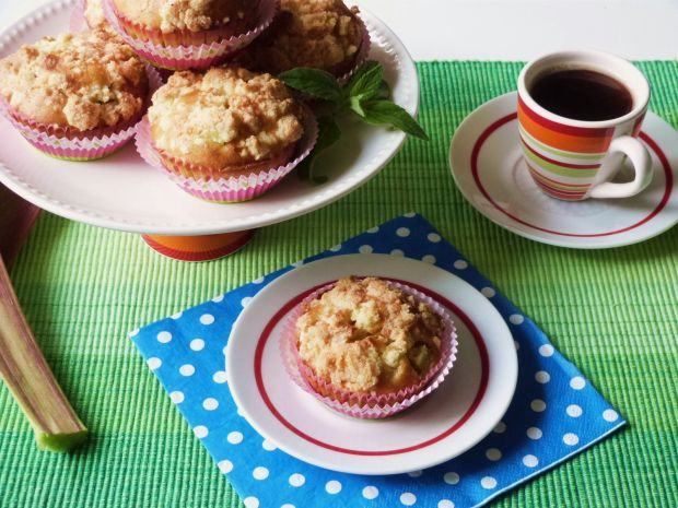 Waniliowe muffiny z rabarbarem