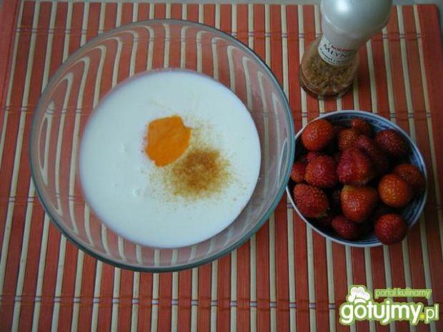 Waniliowe racuchy z truskawkami