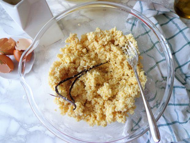 Waniliowo-jaglane ciasto z owocami leśnymi