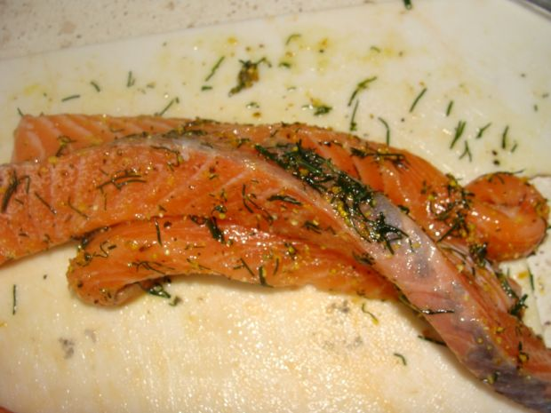 Warkocz z łososia na rukoli