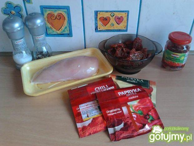 Warkocze z kurczaka z salsą pomidorową