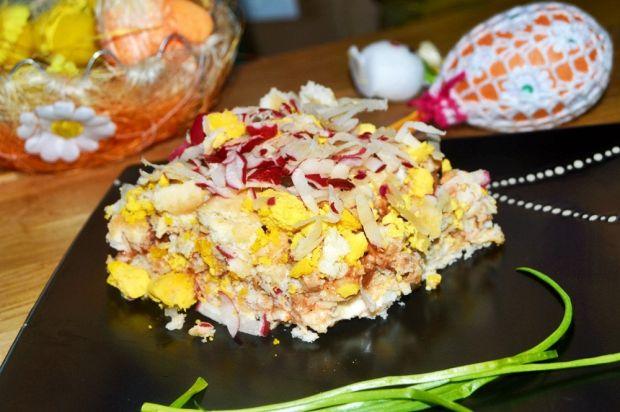 Sałatka jajeczna na krakersach z kurczakiem