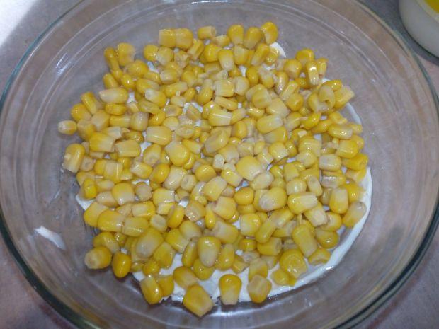 Warstwowa sałatka z ananasem