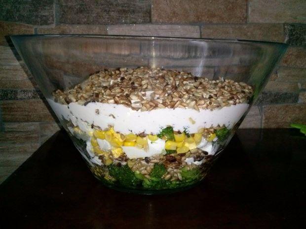 Warstwowa Salatka Z Brokulem Przepis Gotujmy Pl