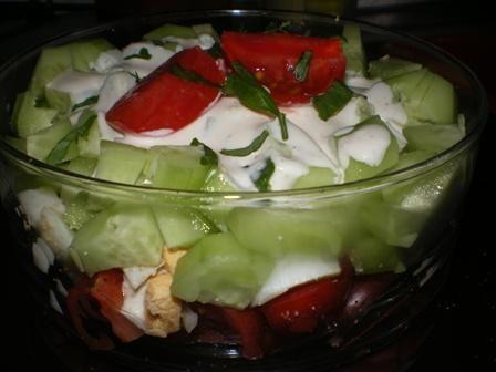 Warstwowa z jaj, pomidorów i ogórków