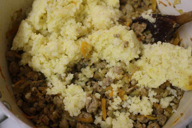 Warstwowe gołąbki z sosem grzybowym