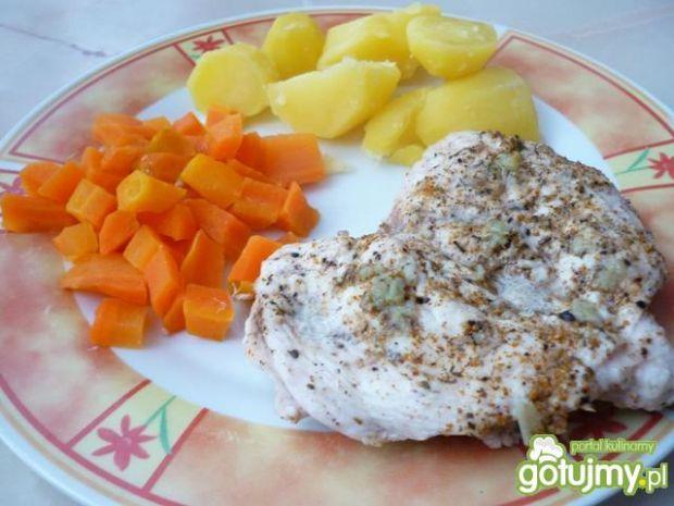 Warzywa i filet z kurczaka z parowaru