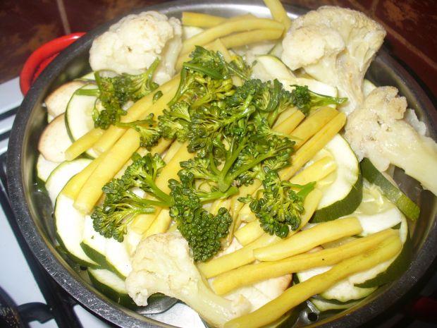 Warzywa  na parze w naleśniku