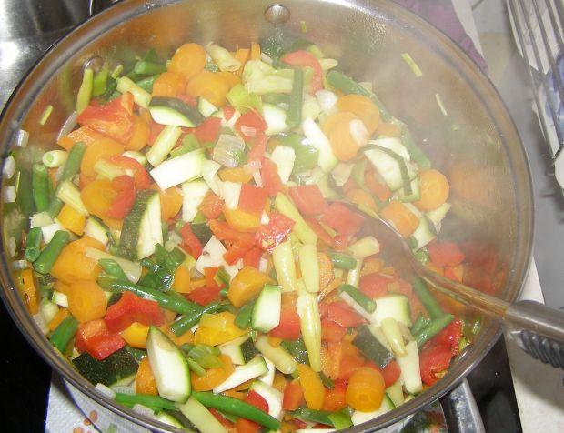 Warzywa z mięsem indyka z rosołu