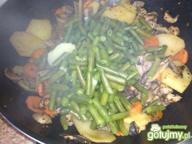 Warzywa z wieprzowiną z woka