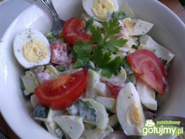 Warzywna sałatka z jajkiem