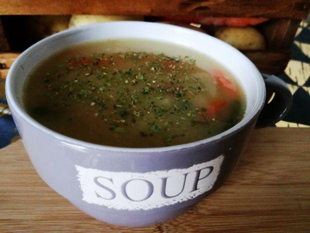 Warzywna zupa z kaszą jęczmienną