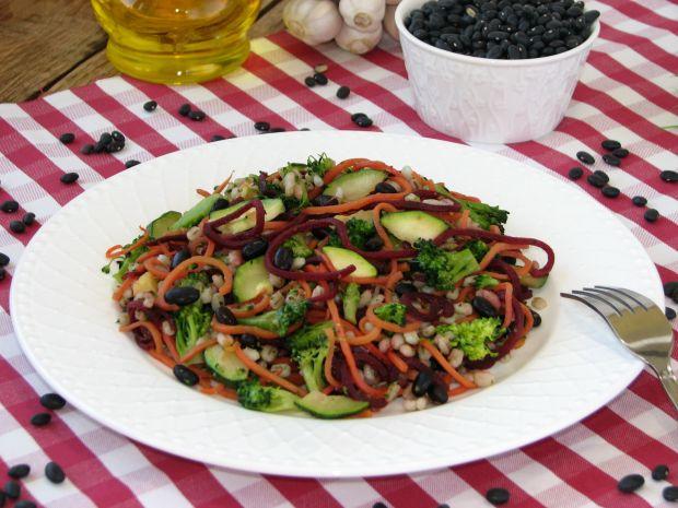 Warzywne spaghetti z pęczakiem