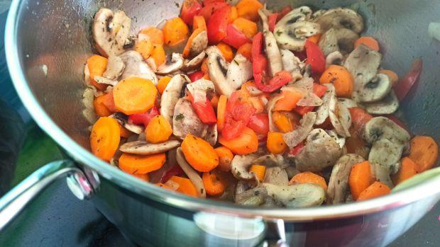 Warzywny gulasz z czerwoną fasolką