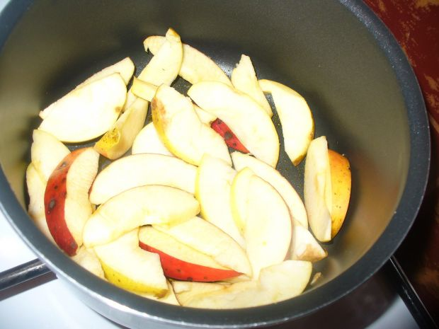 Wątróbka drobiowa z jabłkiem i majerankiem