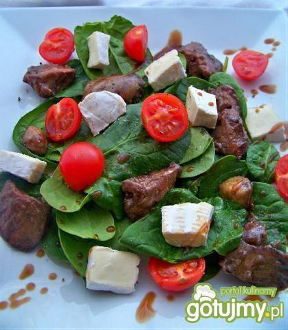 Wątróbka na świeżych warzywach z brie