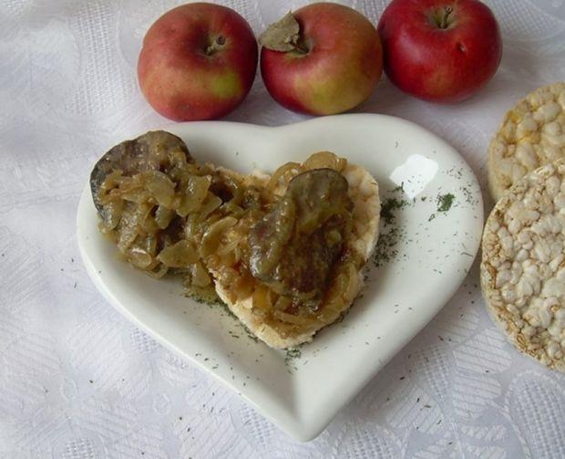 Wątróbka z jabłkiem