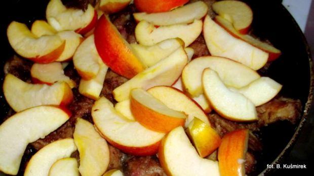 Wątróbki drobiowe z jabłkami