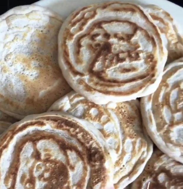 Wegańskie pancakesy z malinami i wiśniami