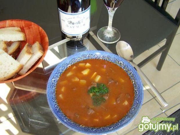 Węgierska zupa gulasz