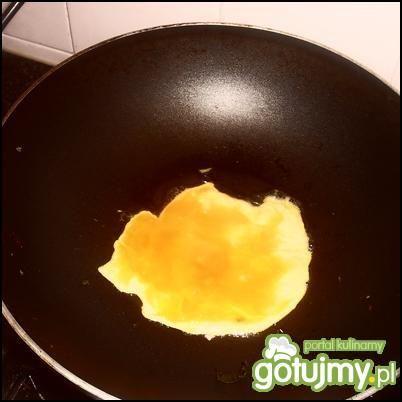 Wesoła jajecznica (surimi z jarmużem)