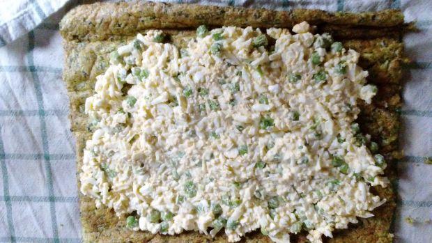 Wielkanocna rolada kapuściano-szpiankowa z jajkiem