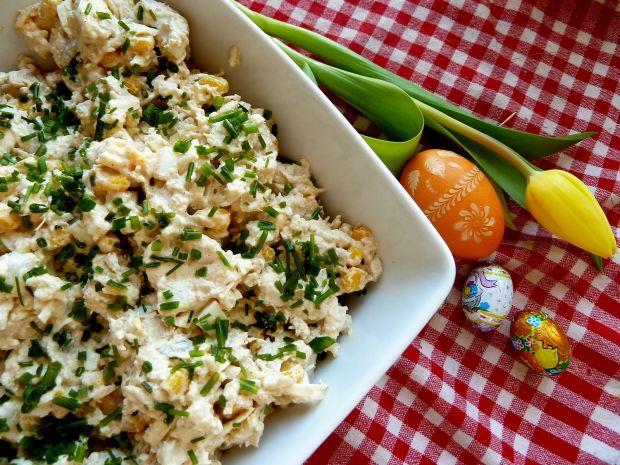 Wielkanocna sałatka chrzanowa z cebulką konserwową