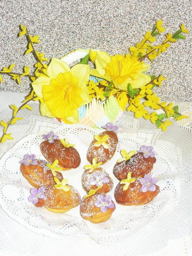 Wielkanocne babeczki orzechowe w kształcie jajek