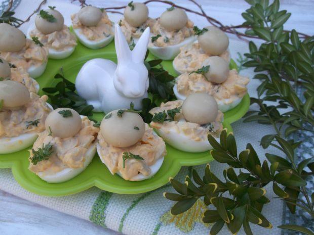 Wielkanocne jajka nadziewane pieczarkami