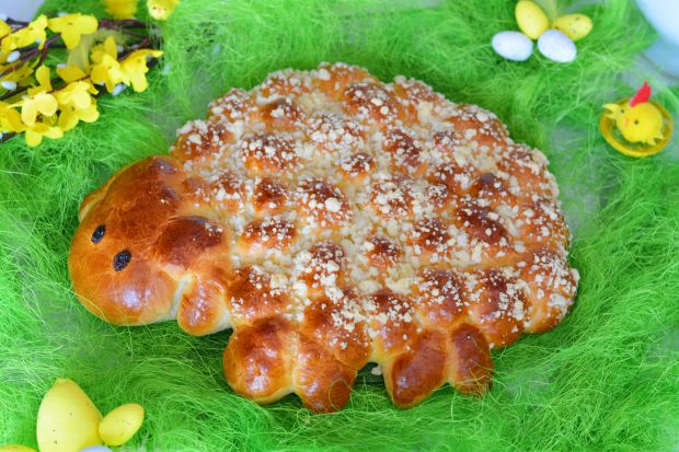 Wielkanocny drożdżowy baranek