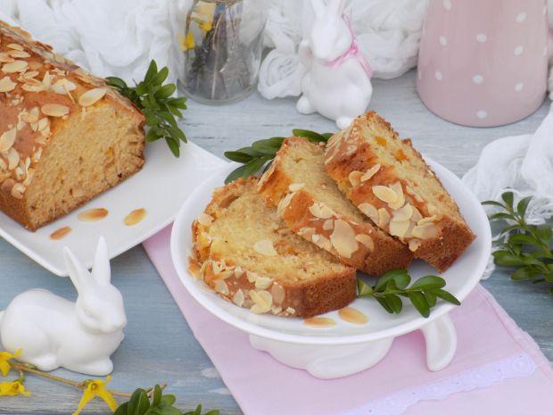 Wielkanocny keks z migdałami i skórką pomarańczową