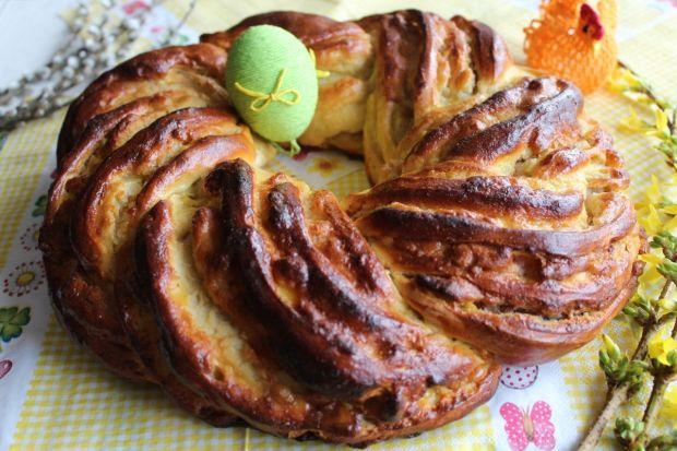 Wielkanocny wieniec z marcepanem