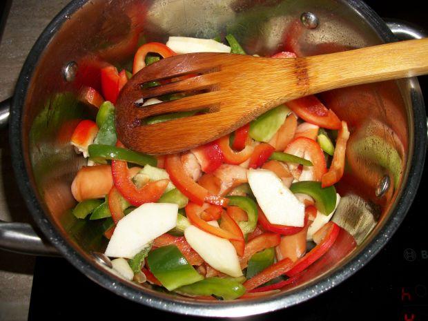 Wielowarzywna zupa z jabłkiem