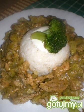 Wieprzowina po tajsku z brokułem
