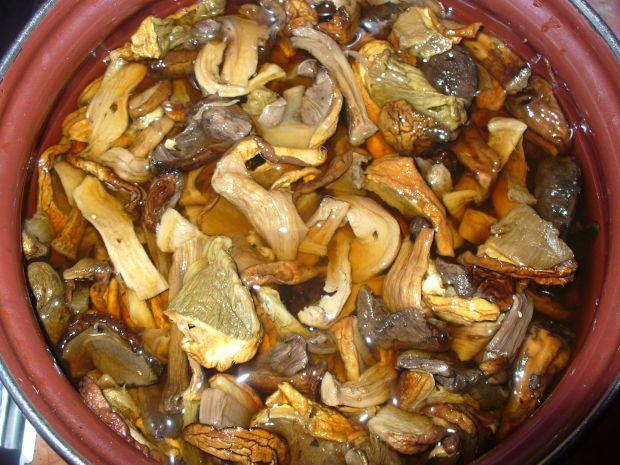 Wigilijna zupa z grzybami  suszonymi