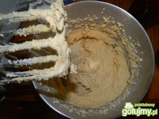 Wilgotne ciasto z rabarbarem i truskawka