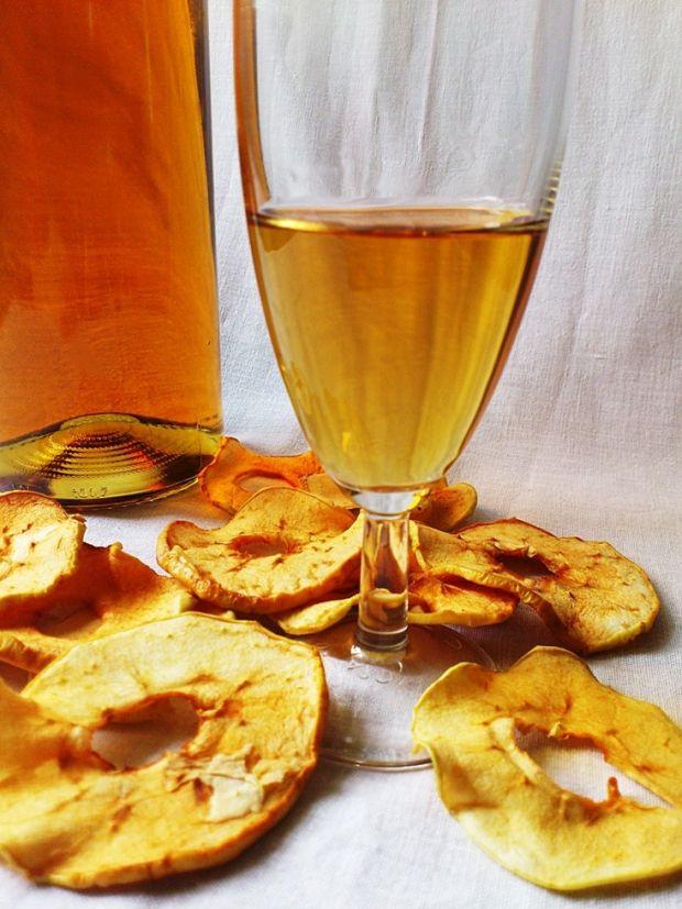 Wino z suszonych jabłek